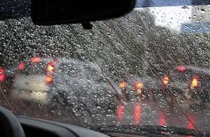 Tratamiento antilluvia para las lunas de tu coche