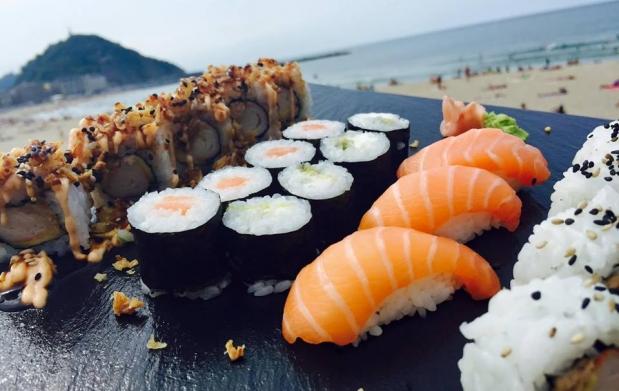 Bandeja de sushi variado de 15 20 o 29 piezas por oferta con descuento 40 ofertas - Bandejas para sushi ...