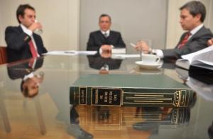 1 Año de asesoría jurídica (particulares o empresas)