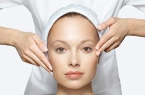 Limpieza facial con masaje Shiatsu y productos Skeyndor