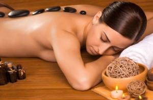 Masaje con piedras volcánicas + Aromaterapia