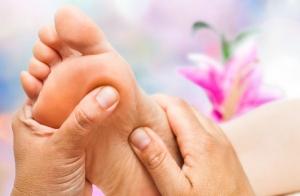 Reflexología podal con masaje, acupresión y drenaje